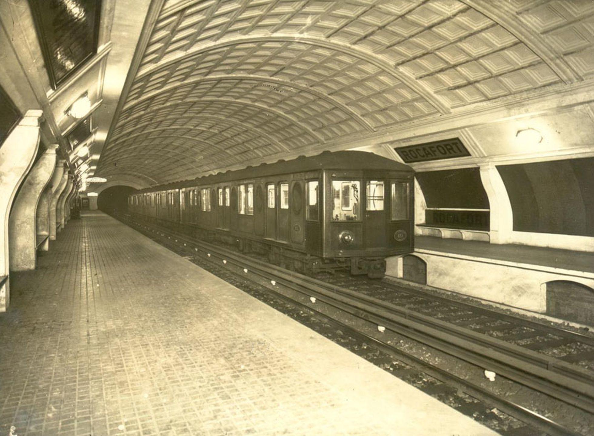 Estació de metro de Rocafort l'any 1988