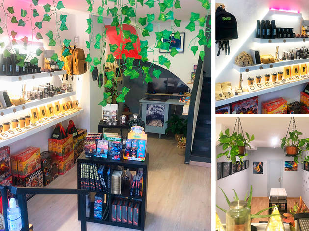 Interior de la botiga de la Volcano Foundation