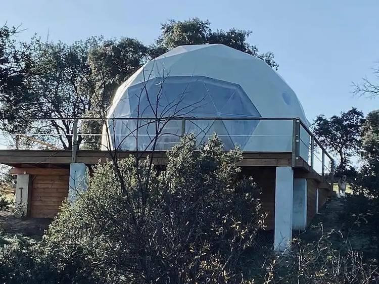 Una cúpula con vistas a la luna en Guadalix de la Sierra