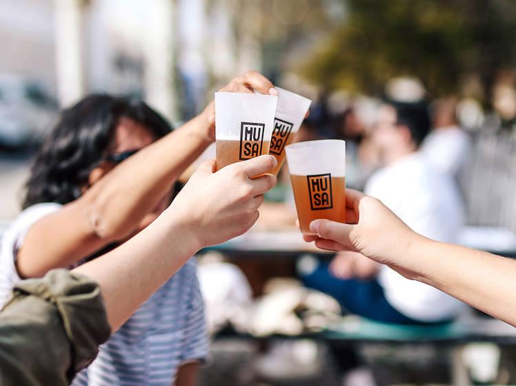 As melhores esplanadas para beber uma cerveja artesanal em Lisboa