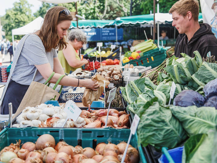 Find food markets in pretty places