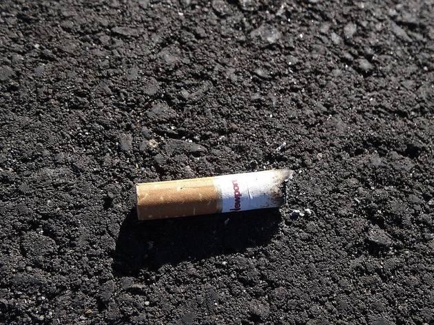cigarro no chão