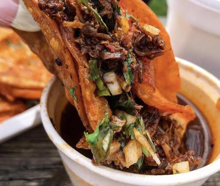 Tacotlan birria taco