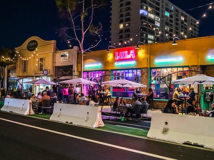 Sharing an Open Main Street