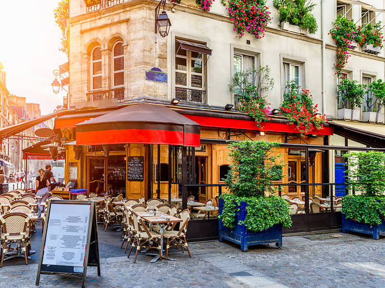 On Parisian café culture