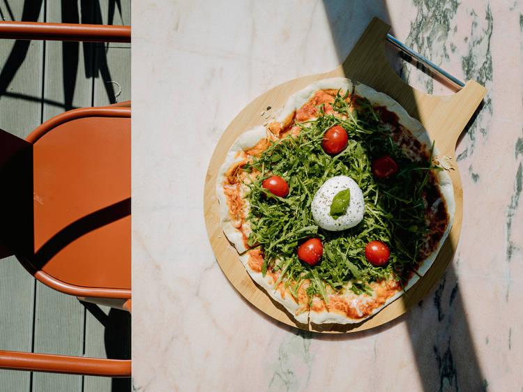 Roberta Medina abriu um restaurante na Bela Vista, com petiscos para o Verão