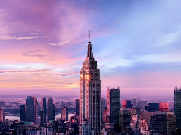 'ตึกเอ็มไพร์สเตท' ฉลองอายุครบ 90 ปี หากใครฉีควัคซีนครบแล้ว รีบบินไปเที่ยว NYC ได้เลยแบบไม่ต้องกักตัว