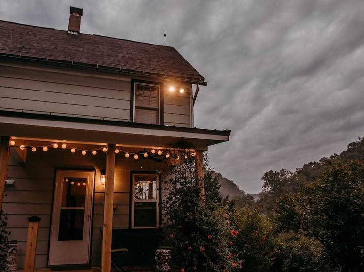 Cozy wooded farmhouse in the Driftless Area