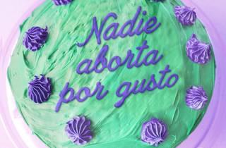 Ilustración de pastel con texto Nadie aborto por gusto
