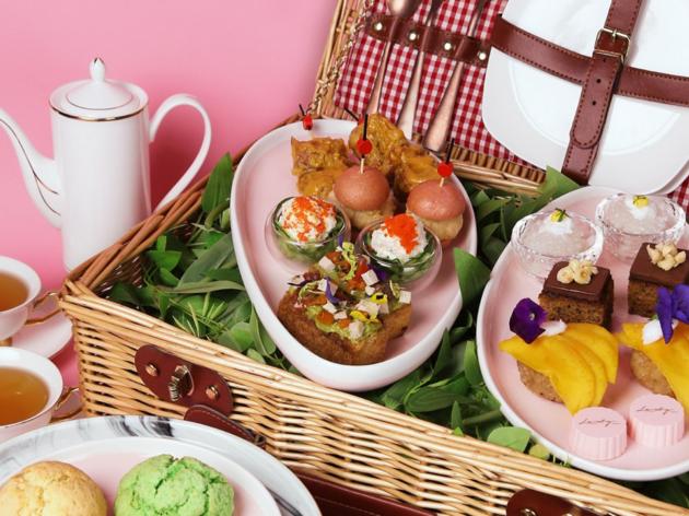 Lady Nara's picnic afternoon tea set