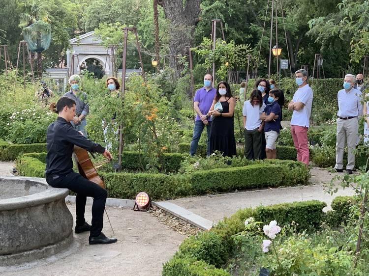 Recorrer el Botánico al atardecer al son de la música clásica