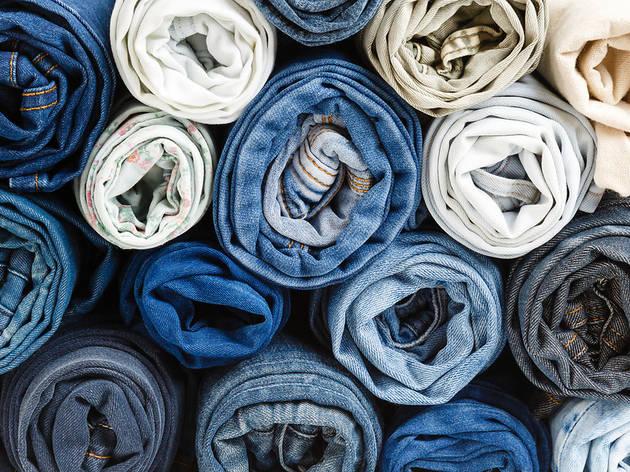 Esta campaña quiere recoger 40.000 pantalones vaqueros usados en Barcelona