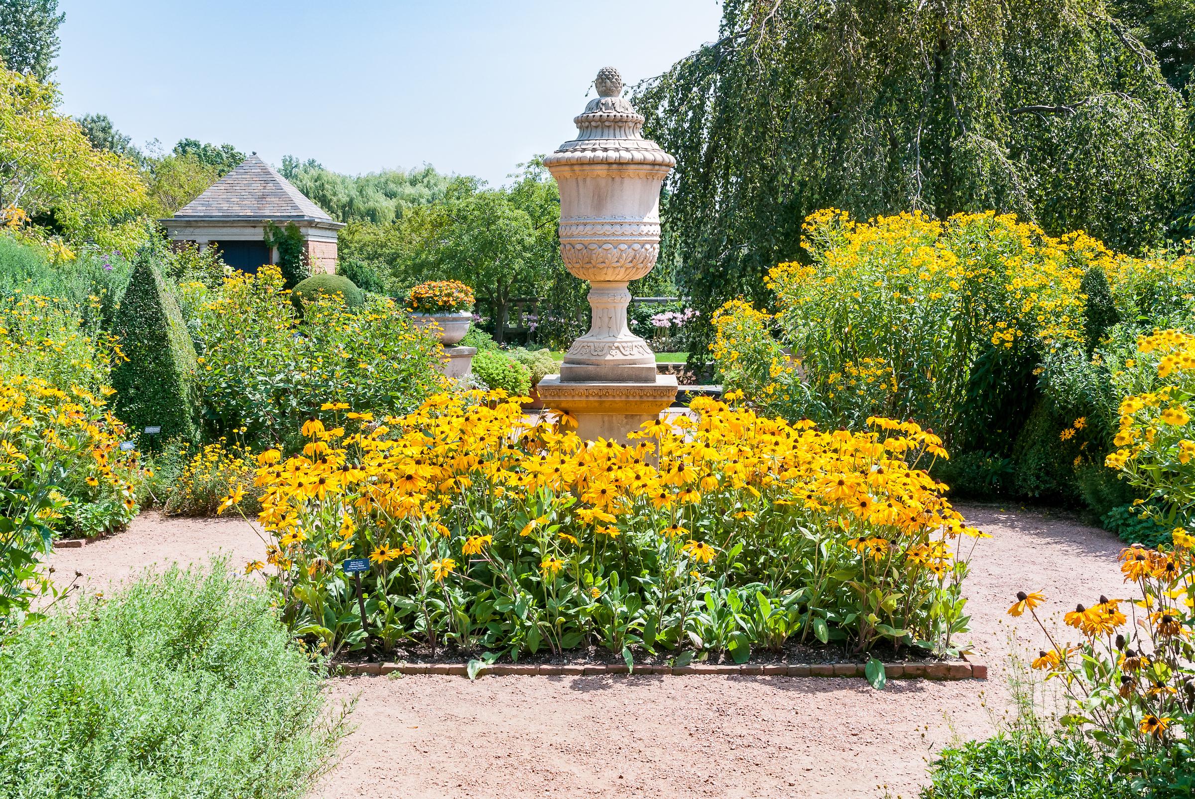 Explore a gorgeous Chicago garden