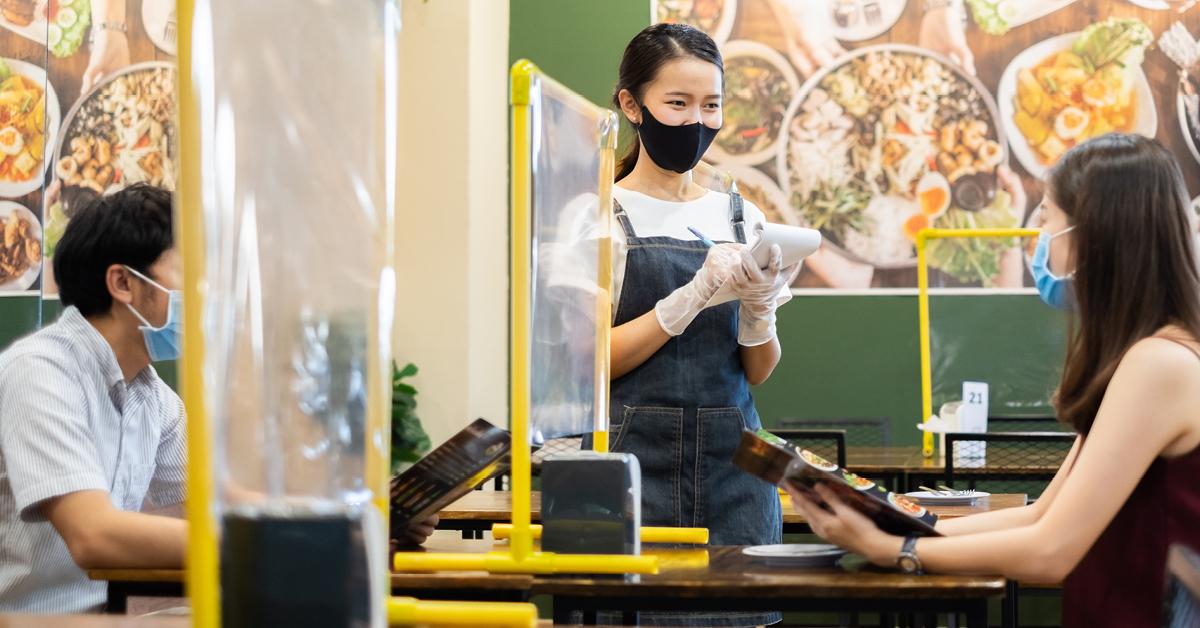 คลายล็อกกรุงเทพฯ กินข้าวในร้านได้ถึง 3 ทุ่ม เริ่ม 17 พ.ค.