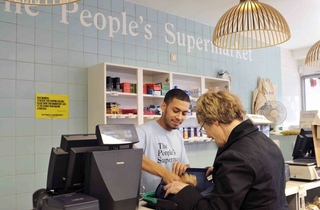 SHOPPING_PeoplesSupermarket_Credit_BrittaJaschinski_press2011_001.jpg