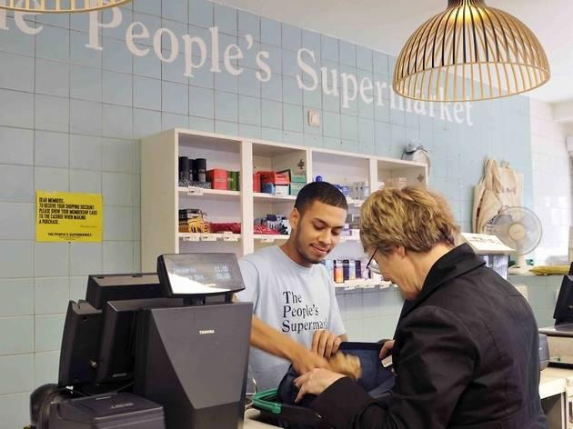SHOPPING_PeoplesSupermarket_Credit_BrittaJaschinski_press2011_001.jpg