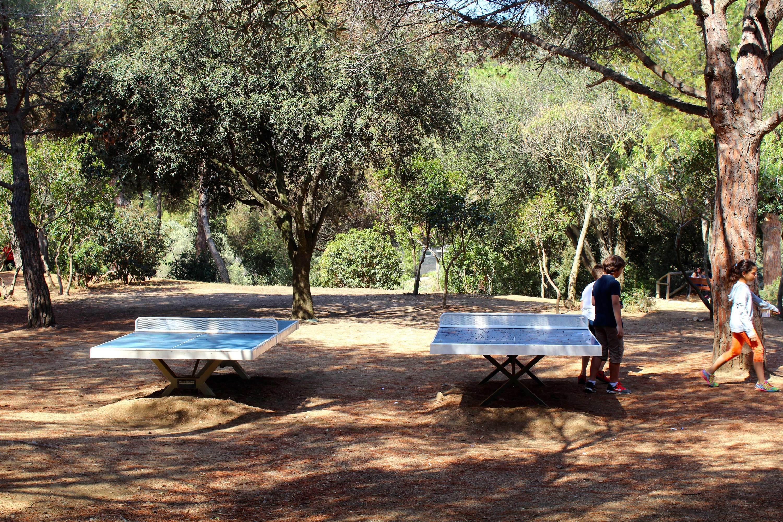 Parc del Castell de l'Oreneta, taules de ping-pong