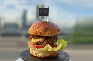 Moo Moo Plus burger