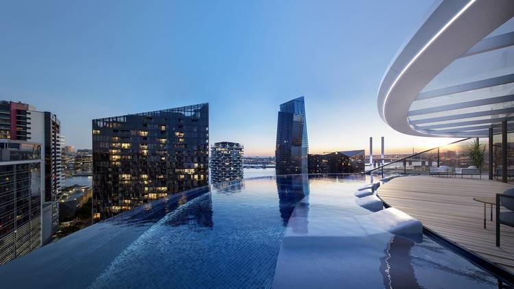 Marriott Hotel Docklands infinity pool