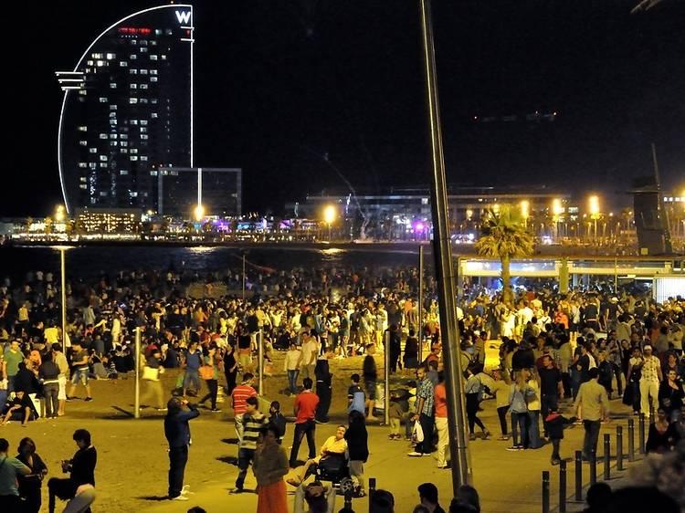 Las playas de Barcelona estarán abiertas para la verbena de San Juan 2021