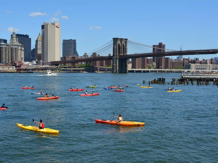 Free kayaking at Brooklyn Bridge Park