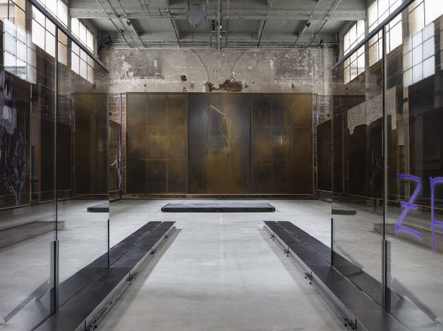 Anne Imhof transforme le Palais de Tokyo en dédale underground