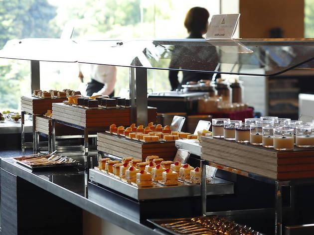 スーパースイーツビュッフェ ~抹茶とメロンとチョコレート スイーツプレゼンテーション~