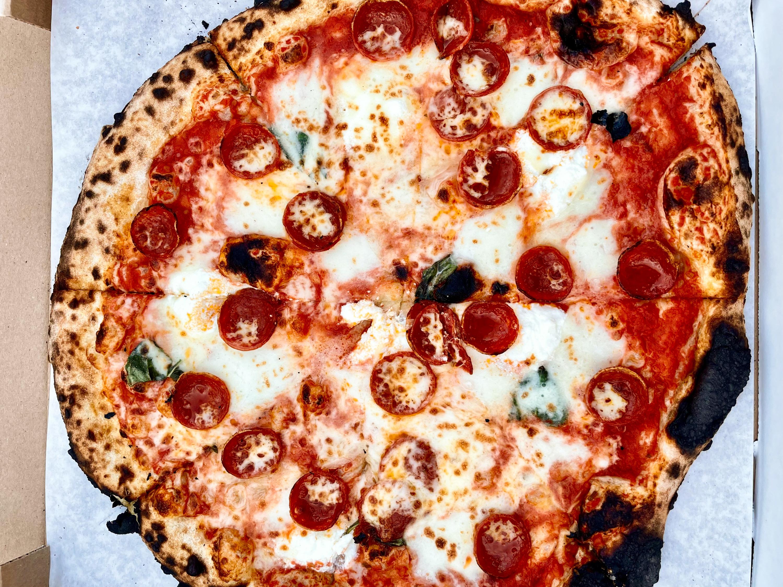 Side Pie pizza in Altadena