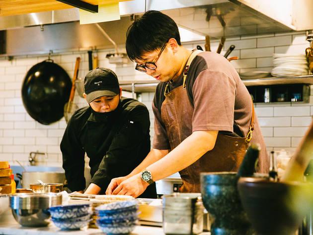 多忙な中、火曜と土曜の週2回は調理場に立つ(Photo: Keisuke Tanigawa)