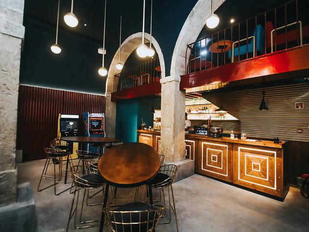 O novo Gala Gala é um bar de cocktails e um salão de jogos