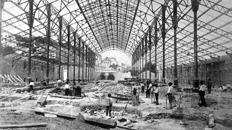 Pátio das Antigas, Lisboa de Antigamente, Construção da Estação do Rossio, Comboios