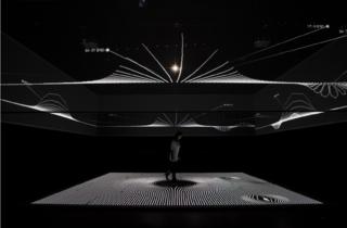 三上晴子+市川創太『gravicells―重力と抵抗』(2010年)/(撮影:丸尾隆一、写真提供:山口情報芸術センター[YCAM])