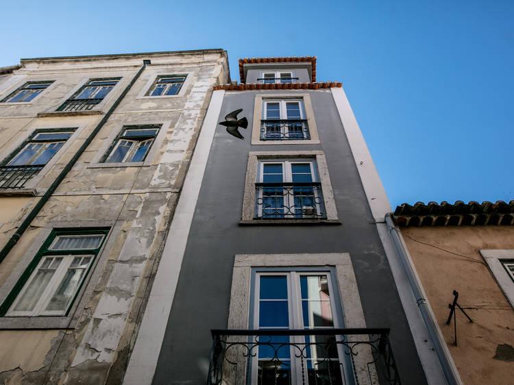 O prédio mais estreito de Lisboa está na rua da Atalaia