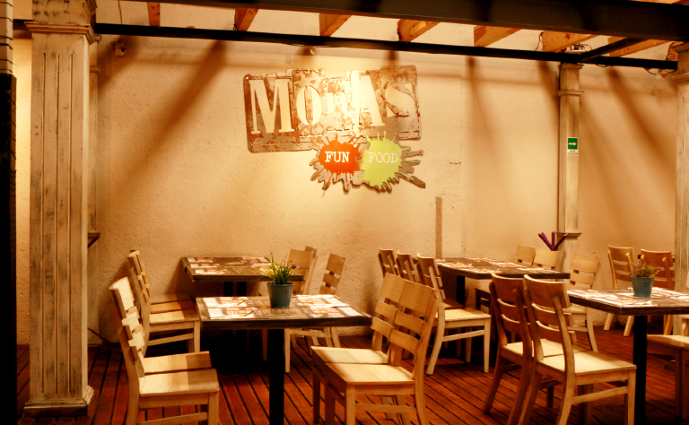 Monas Fun & Food