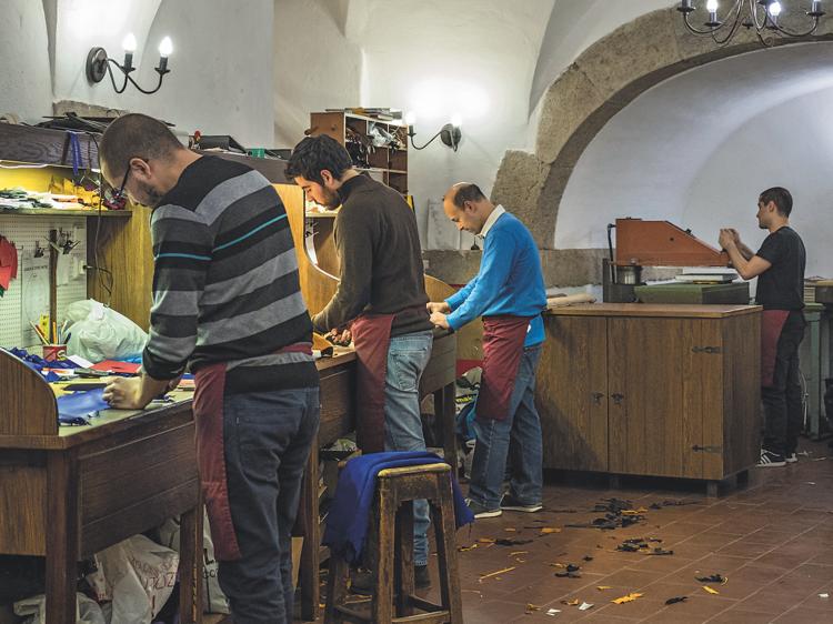 O sítio discreto onde são feitas as melhores luvas de Lisboa