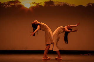 Dos bailarinas interpretando Malevolence