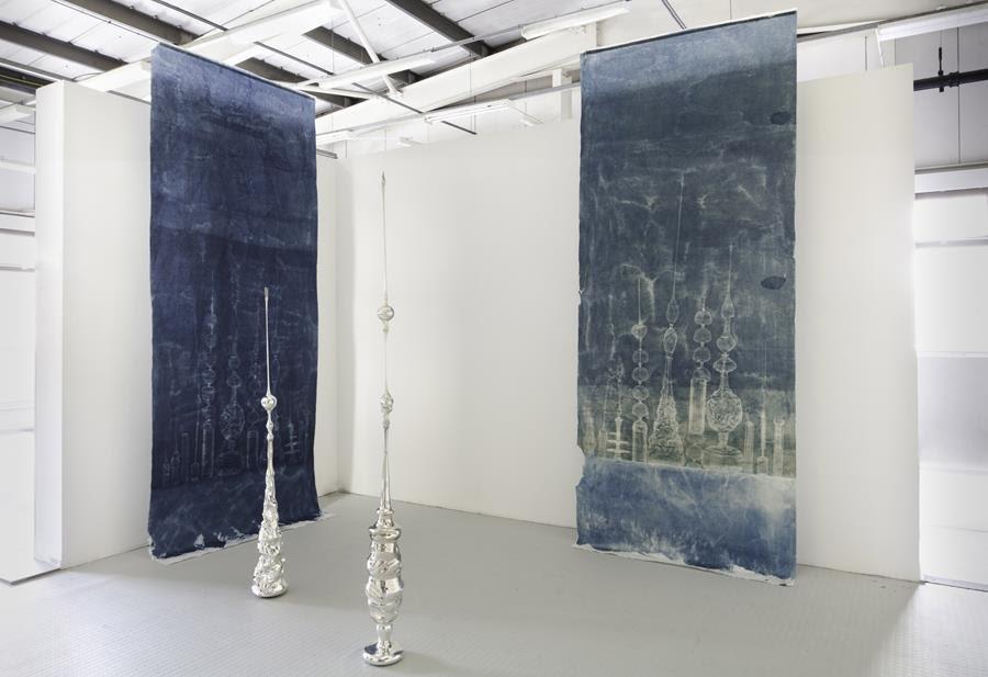 Babel, 2018-2019, Vidre borosilicat bufat i enmirallat amb nitrat de plata, Obra de Stella Rahola