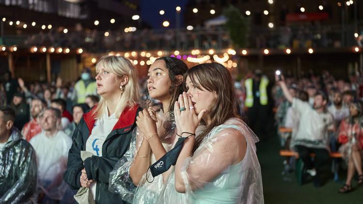 England fans watching the Euro 2020 final in the rain