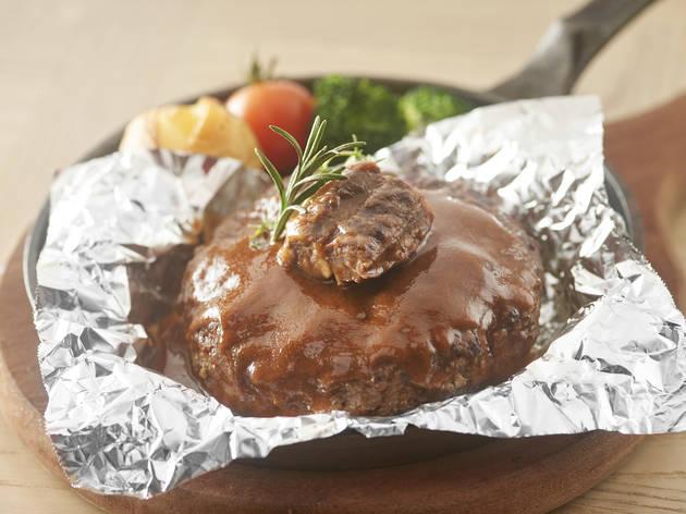 Hamburg steak with black pepper mushroom sauce