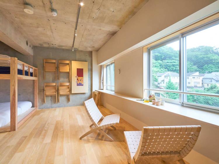 たき火ができる体験型ホテル、高尾山にタカオネが開業