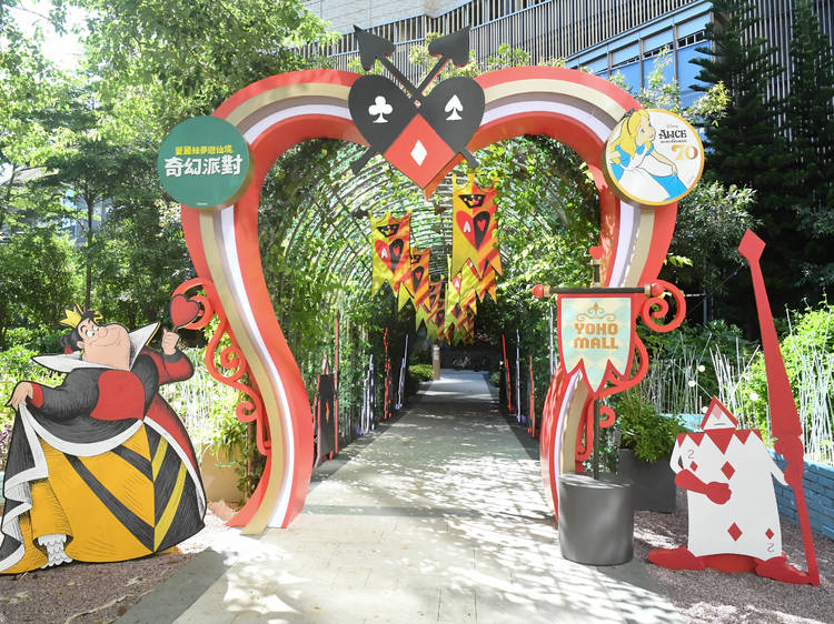 Yoho Mall turns into a fairy tale-like world to celebrate the 70th anniversary of Alice in Wonderland