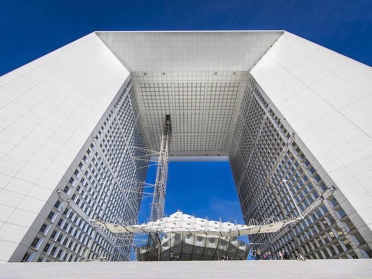 Des soirées électro ambiancent le toit de la Grande Arche de la Défense