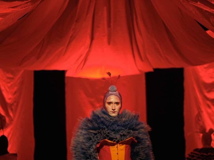 Teatro Bastardo convida a espreitar o abismo na sua estreia em palco
