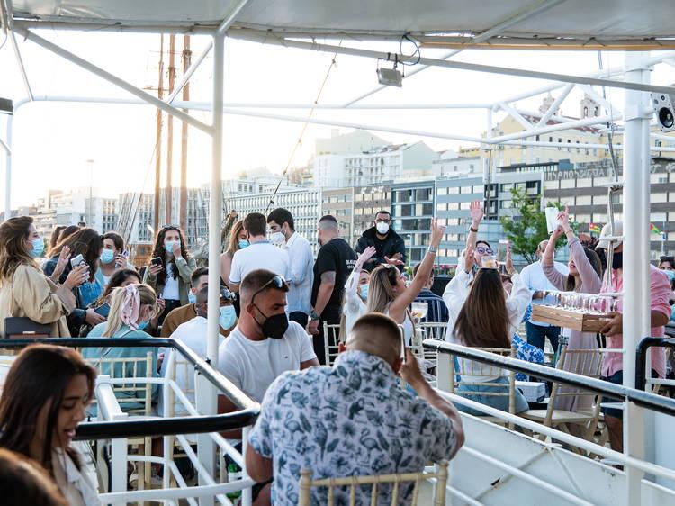 Barco histórico recebe festival de música sobre o Tejo