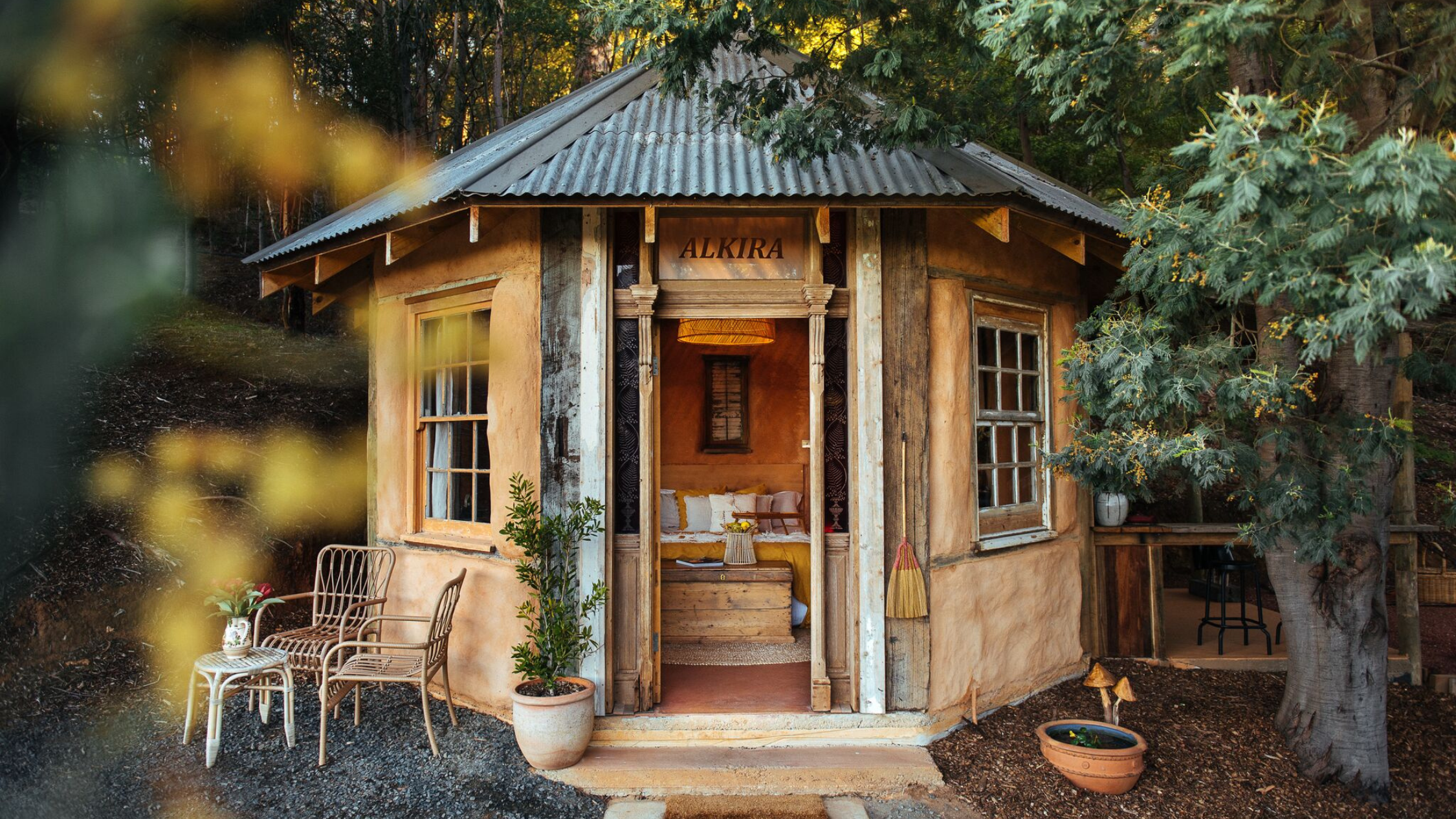 Alkira eco-glamping hut