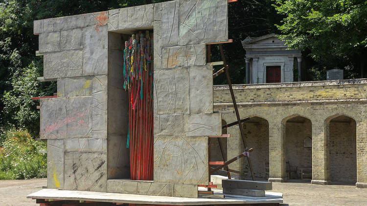 Phyllida Barlow, act, 2021. Installation view at Highgate Cemetery, London. A Studio Voltaire commission. Image courtesy of the artist, Studio Voltaire and Hauser & Wirth. Photo- Benedict Johnson