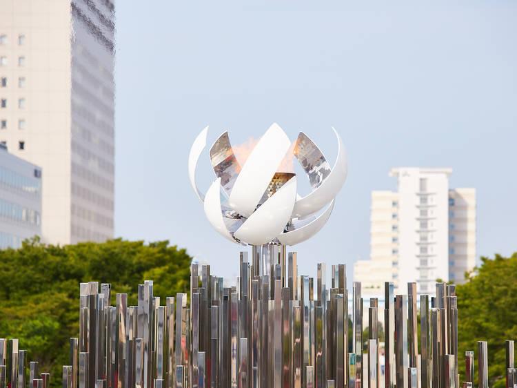 東京オリンピックの聖火が夢の大橋で展示