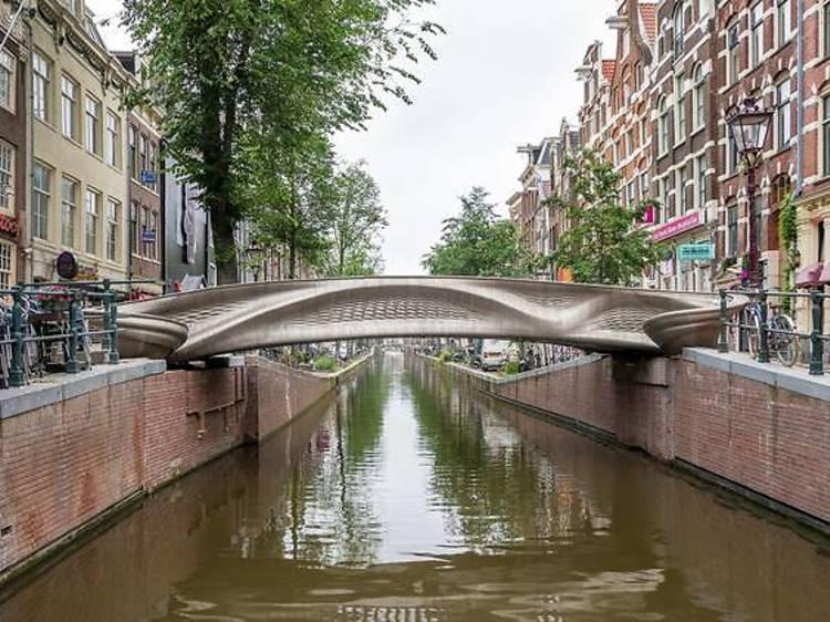 アムステルダムに3Dプリンターで作られた橋が出現