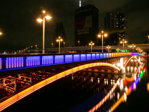 都内とその近郊で見られる美しい5輪カラーのライトアップ