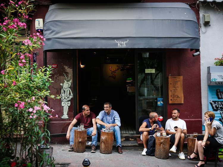 Geyik Coffee Roastery & Cocktail Bar in Istanbul